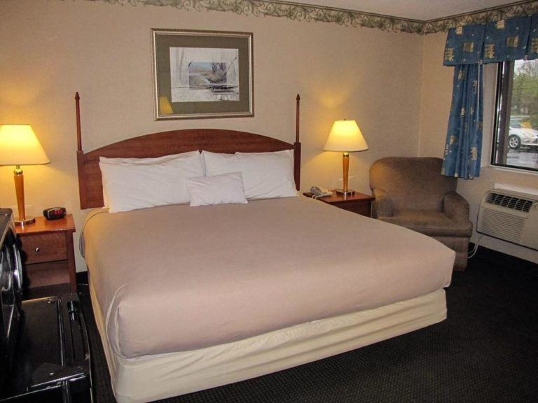 Pet Friendly King Room at Flagship Inn window boothbay harbor maine