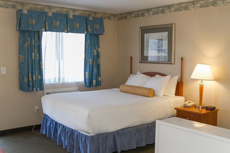 room-queen-jacuzzi-bed5
